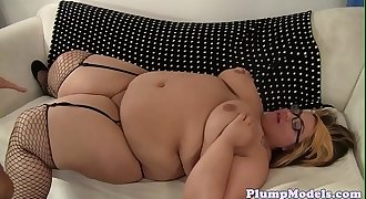 Spex ssbbw sucking hard dick of older man