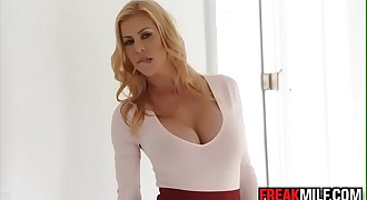 Awesome Mummy Alexis Fawx squirts all over Quinn Wilde face and share cumshot